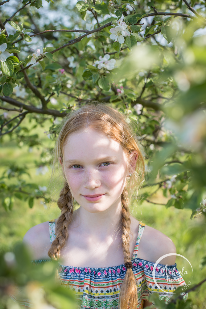 focení v sadu, exteriér, dětská fotografka Brno, rodinné, těhotenské foto, portrét